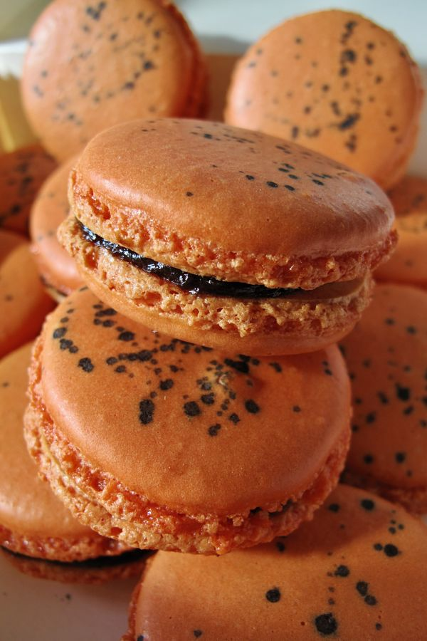 Prune orange Armagnac Macarons
